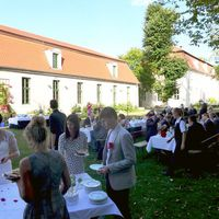 2016 09 24 Hochzeit Gut Suckow nah mit Torte-