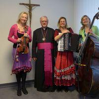 2016 11 25 mit Erzbischof Heiner Koch Ulrike leider unscharf-