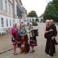 2016 07 02 Muzet Royal mit Pose Carina und Gert drauA en Schloss Pillnitz farbkorr-