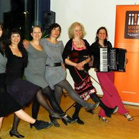 2014 04 03 Gesicht zeigen Tangoworkshop Girlreihe farbkorr-