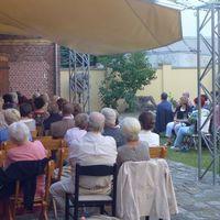 2015 06 05 EisenhA ttenstadt mit BA hnenlicht-