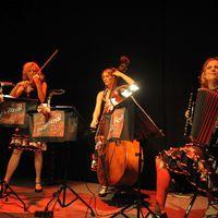 2015 04 30 Muzet Royal Frabrik Potsdam c Markus Mallebre Trio nebeneinander2