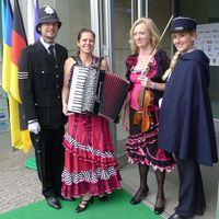 2012 06 11HDE Sommerfest mit FuA ballEMMaskottchen