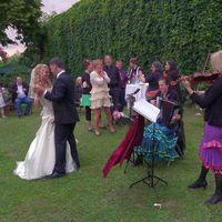 2013 06 15 Hochzeit Rosenvilla Paretz Brautwalzer im DA mmerlicht-