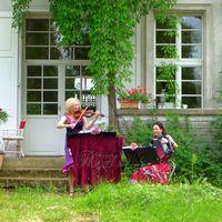 2013 06 22 Hochzeit Tornow Gartenseite nah-