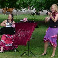2013 06 22 Hochzeit Tornow lachend mit Pferden Ausschnitt