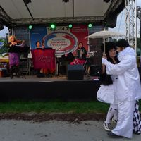 2013 06 28 dt fr Volksfest mit Tanzpaar-
