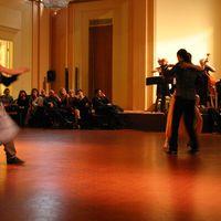 09-05-07 Tanzshow mit Livemusik Muzet Royal Arezzo