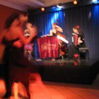 09-12-05 Teehaus engl Garten mit Tanzshow-mini