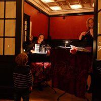2011 12 18 MaienstraA e mit kleinem ZuhA rer und Geburtstagskind-
