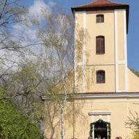 2011 04 01Empfang vor der Kirche Hochzeit TA plitz