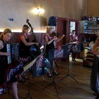 2017 07 09 Tango Wismar Muzet Royal mit Veranstalterin die tanzt-