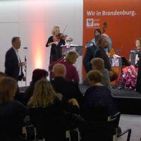 2019 01 22 Muzet Royal Neujahrsempfang Landtag Potsdam Panorma mit DW Gesichter unscharf-